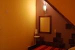 Habitación doble con el zócalo de barro original