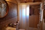Baño de la entreplanta con ducha de hidromasaje